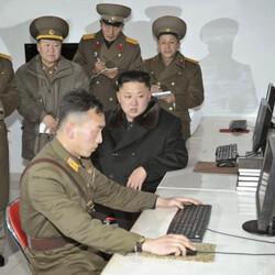 북한 김정은 컴퓨터 지시 군대 키보드 인터넷